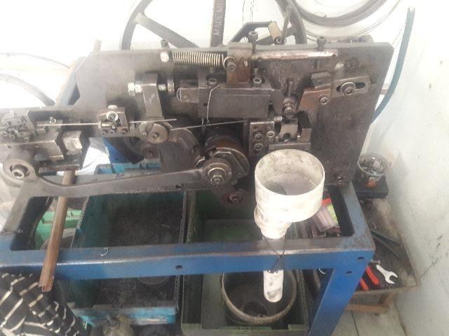 Máquina para cortar Pinos de Fivelas