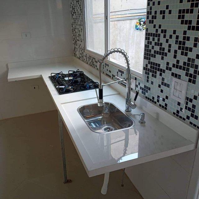 Bancada, nichos, lavatórios em porcelanato
