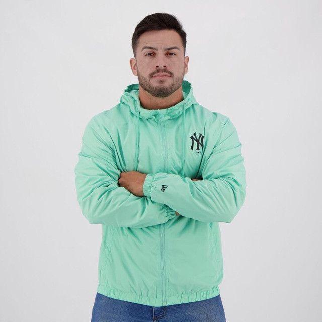 Jaqueta Corta-Vento MLB New York Yankees New Era Basic Sazonal Quad Masculina - Verde