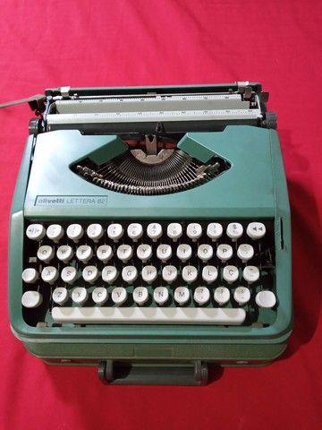Máquina de escrever portátil olivetti 82