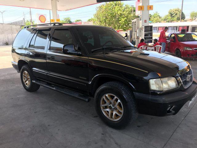 Blazer automática  ano 2000 a gasolina e GNV quitada pronta pra transferir  - Foto 6