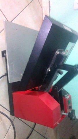 Máquina de estampar camisas, azulejos máscaras e sandália - Foto 2