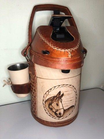 Garrafa de inox encapada de couro - 2,5 litros (terere) - Foto 4