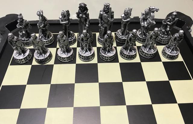 Vendo Tabuleiro de xadrez de luxo - Foto 4