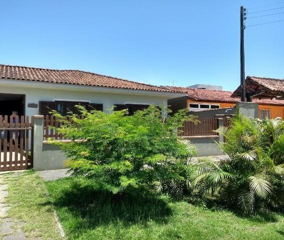 Casa com piscina a aprox. 400 m do mar em Itapoá - Foto 8