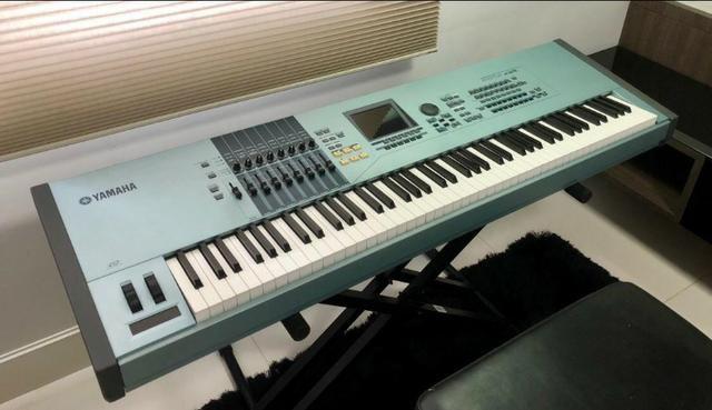 Yamaha Motif XS8 com case ótimo estado