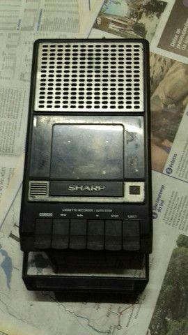 Gravador antigo Sharp.