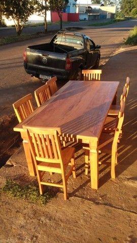 Jogo de mesa com 8 cadeiras.  - Foto 2