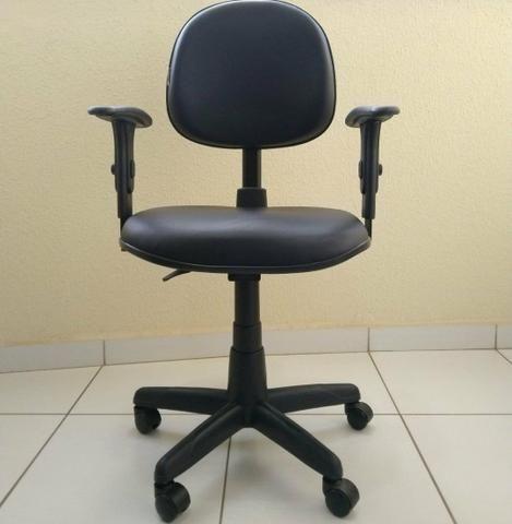 Cadeira de escritório regulável com rodinhas