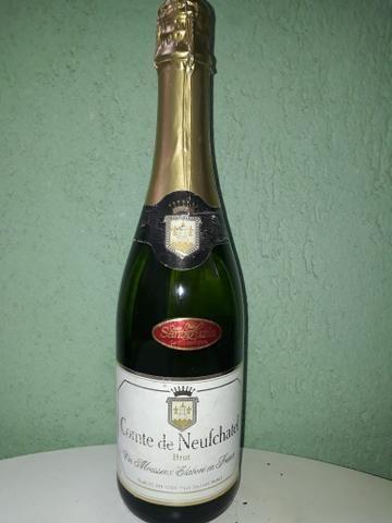 Whisky vinho e champagne a mais de 15 anos guardados