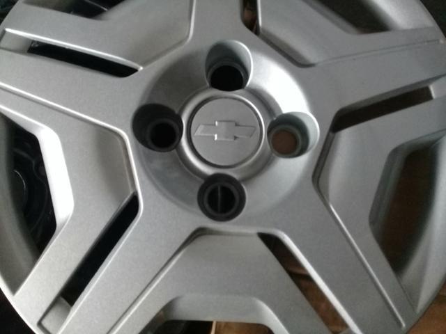 4 rodas do onix com calotas em estado de zero - Foto 3
