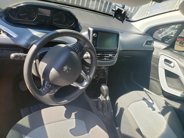 Vendo carro Peugeot 208 - Foto 2
