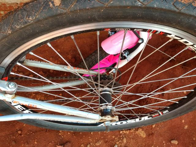 Bicicleta com amortecedor semi nova - Foto 2