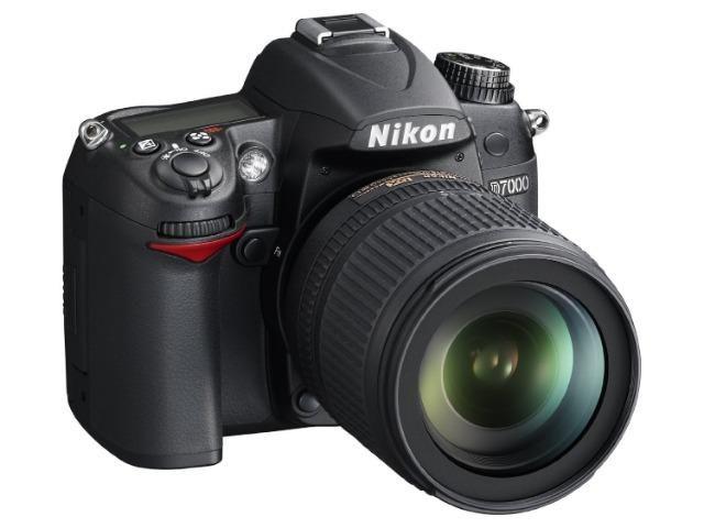 Câmera Nikon D7000, com lente Nikor 18 a 140 MM