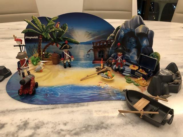 Vendo Farol + Ilha do Tesouro da Playmobil