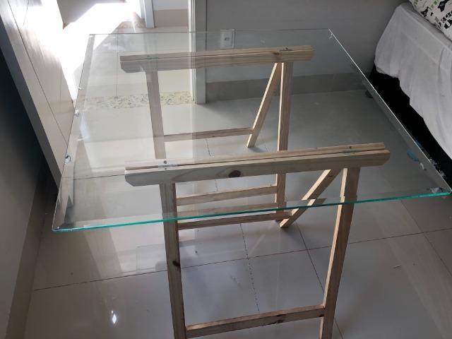 Mesa decorativa de Vidro com Cavalete - Foto 2