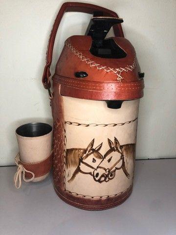 Garrafa de inox encapada de couro - 2,5 litros (terere) - Foto 2