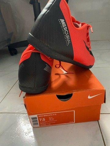 Vendo chuteira profissional CR7 original Nike- Usada somente 2 vezes. - Foto 3