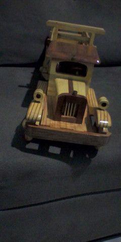 Lindo caminhãozinho de madeira marchetada - Foto 3