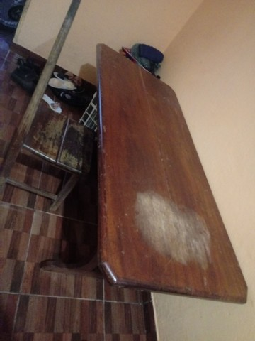 Vende-se mesa de madeira - Foto 3