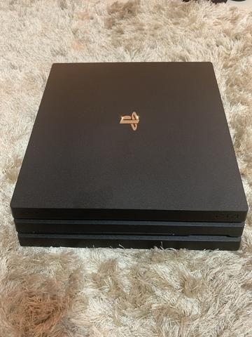 PS4 pro 4K 1 tb + 2 controles originais