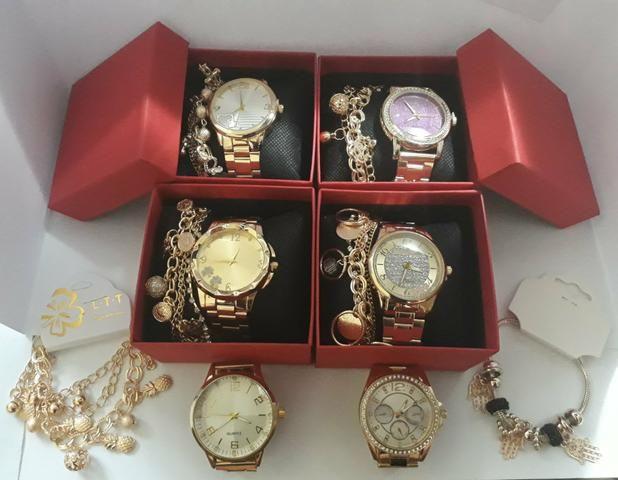 9eae83d17d8 Kit com 10 relógios feminino+caixas vermelha+pulseiras atacado