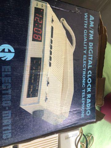 Rádio e telefone relíquia - Foto 2