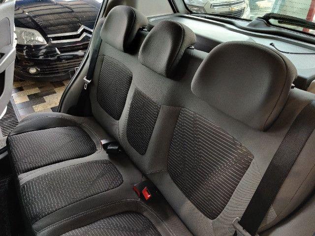 Fiat Palio atractive 1.4 Completo Ano 2014 com gnv ! - Foto 17
