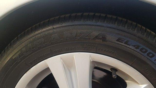 Pneu Bridgestone Turanza EL400 2 - 205/55/16  - ((Semi Novo ))- pouquissimo uso - Foto 6