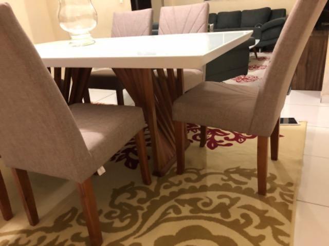 Mesa em laka branca e madeira maciça com console.