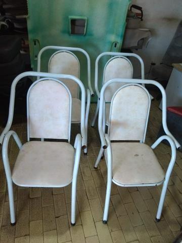 Quatro cadeira de terraço