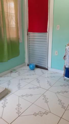 Vendo uma casa em Itapuã primeiro andar 2/4 sala ,cozinha e banheiro e área de serviço - Foto 4