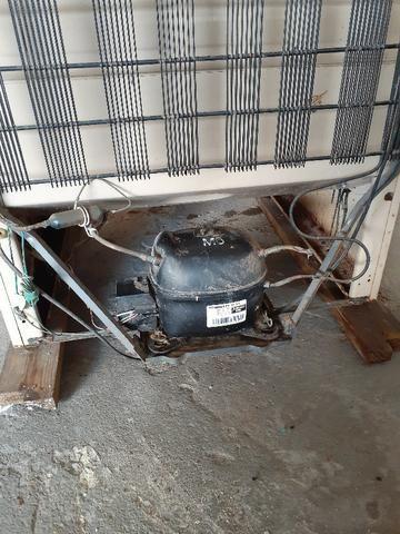 Geladeira Consul 280l, 220V, usada, funciona perfeitamente
