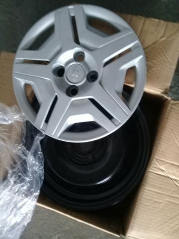 4 rodas do onix com calotas em estado de zero - Foto 4