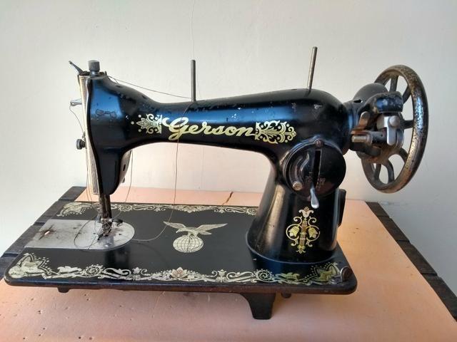 Máquina de costura antiga - Foto 6