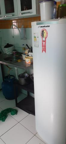 Vendo uma casa em Itapuã primeiro andar 2/4 sala ,cozinha e banheiro e área de serviço - Foto 5