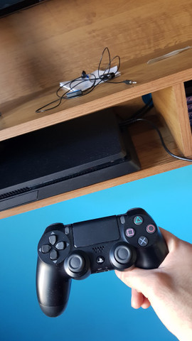Playstation4 1Tera 4 meses de uso. - Foto 2