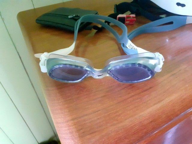 Vendo óculos de natação praticamente novo e com alça reserva