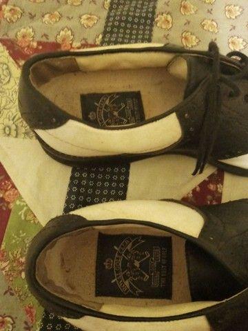 Sapatos de golf em couro branco e preto - Foto 3