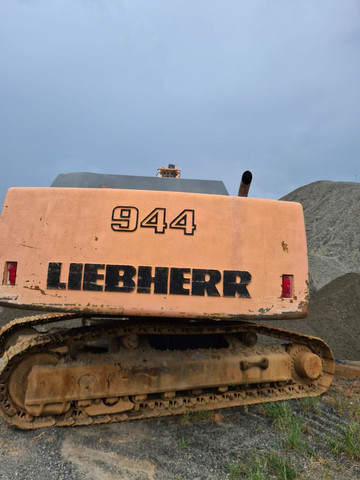 Escavadeira liebherr modelo 944 - Foto 2