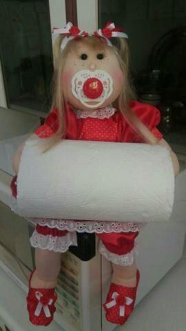 Bonequinha porta papel toalha
