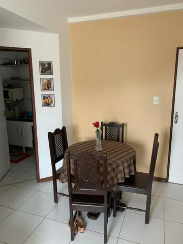 Apartamento mobiliado e decorado com excelente localização - Foto 9