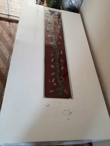 Mesa branca com rolhas de vinho - Foto 3