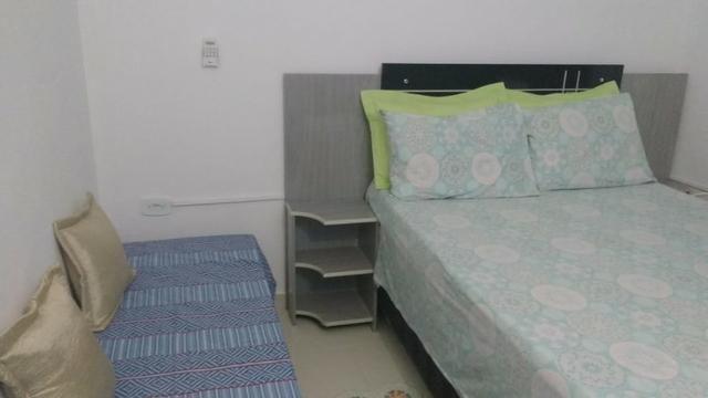 Aluga-se Flat , com 1 quarto, 1 Banheiro, 1 Sala/Cozinha em Condominio Fechado