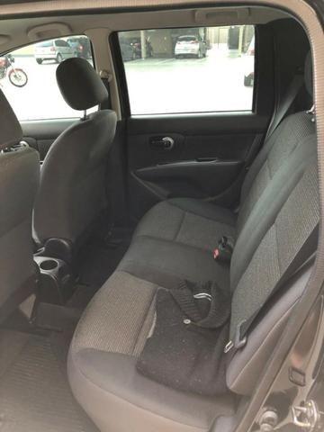 Nissan Livina - Espaçoso, discreto e potente - Foto 6