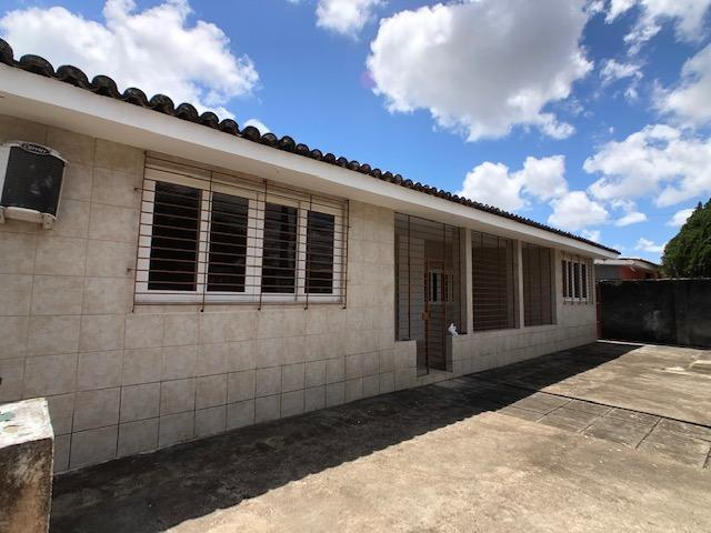 Casa no Cordeiro, 3 quartos, 2 suítes, 3 salas e 4 vagas