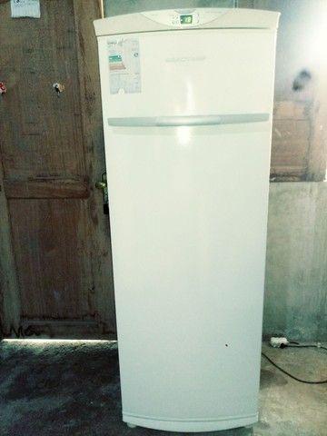 Vende-se um freezer vertical 280 LT - Foto 2