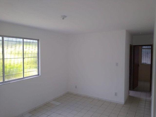 Apartamento no final de linha em Vale dos Lagos c/ 2 quartos + dependência - Foto 2