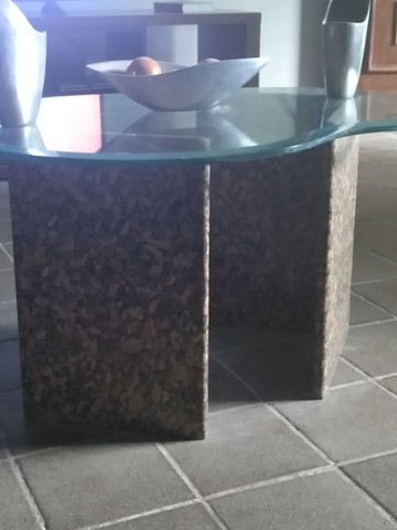 Vendo centro de mármore com tampo de vidro