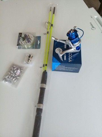 Kit pesca vara .molinete.chumbo.anzol.linha novos - Foto 3
